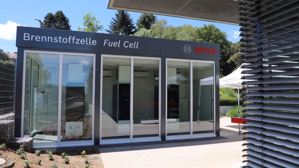 Die Pilotanlage in Wernau besteht aus drei Festoxid-Brennstoffzellen in einem Container. Foto: Robert Bosch GmbH